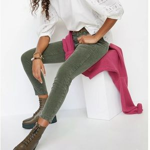 CLOSED BAKER MID RISE JEANS IN OLIVE
